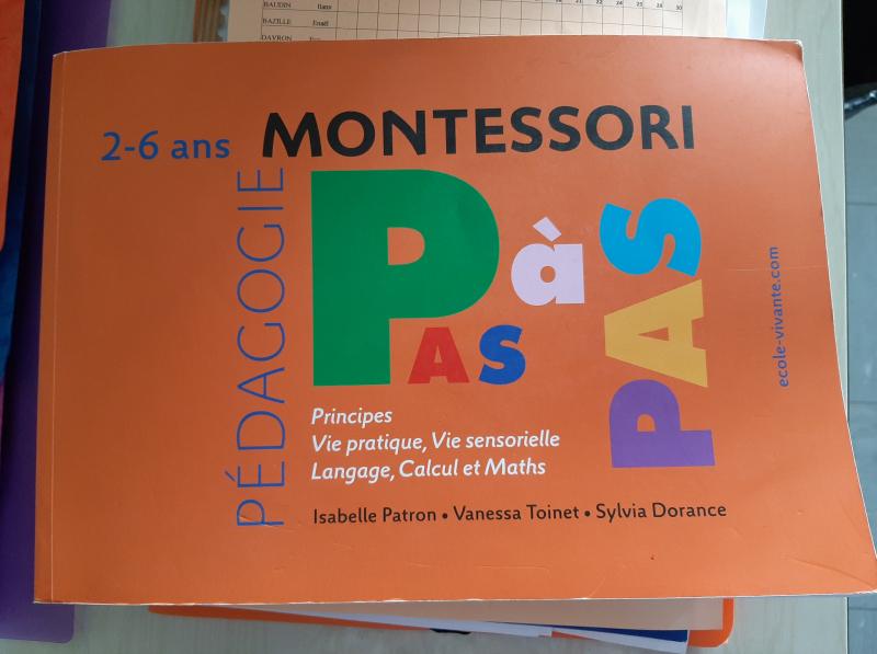 Montessori, pas à pas